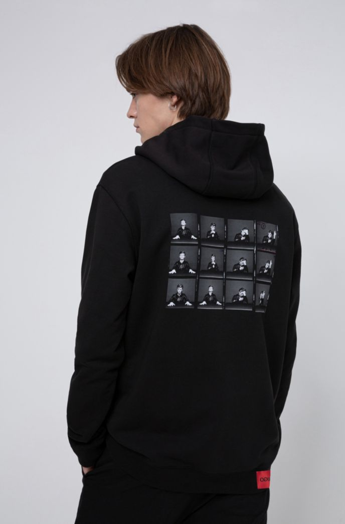 Relaxed-fit hooded sweatshirt with collection-themed photographic print