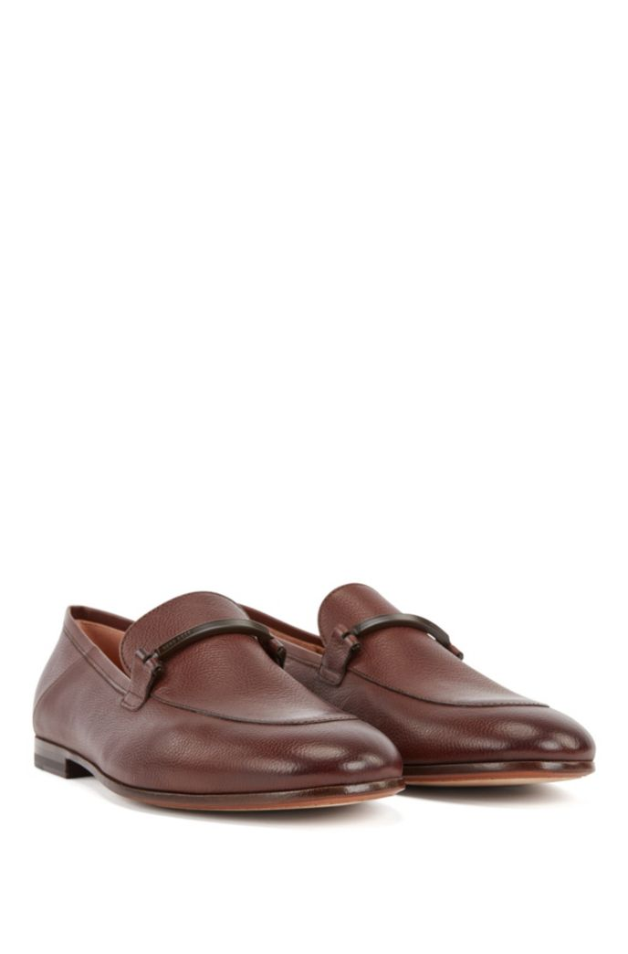 Italian-made loafers in grained leather with collapsible heel