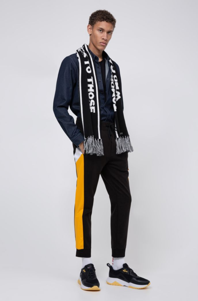Knitted scarf with collection-themed slogan