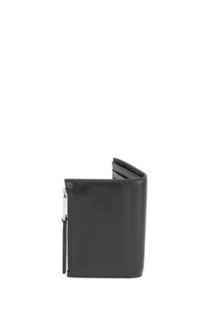 Snap-close billfold in leather with pyramid-shaped hardware