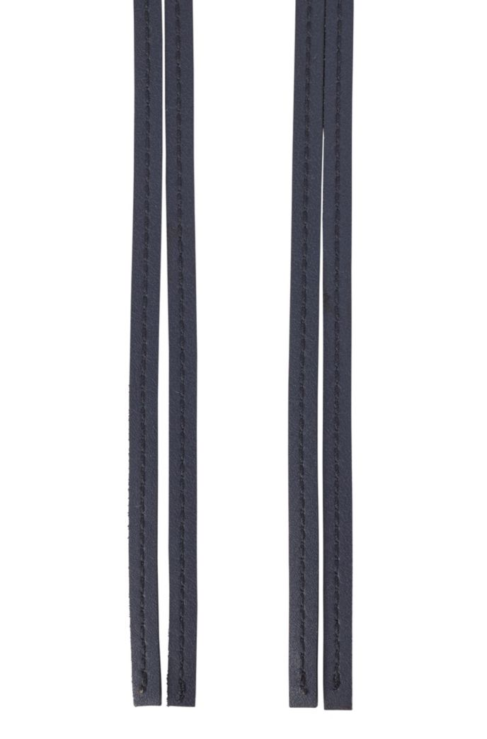 Tie-up belt in leather with feature buckle