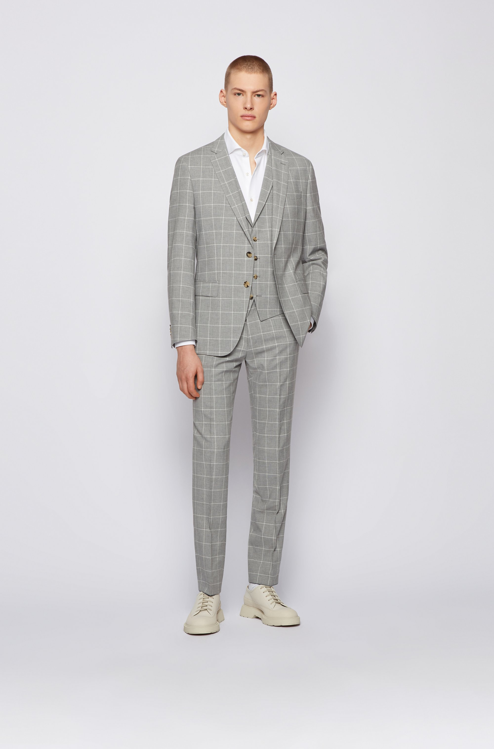 Slim-fit three-piece suit in a plain check