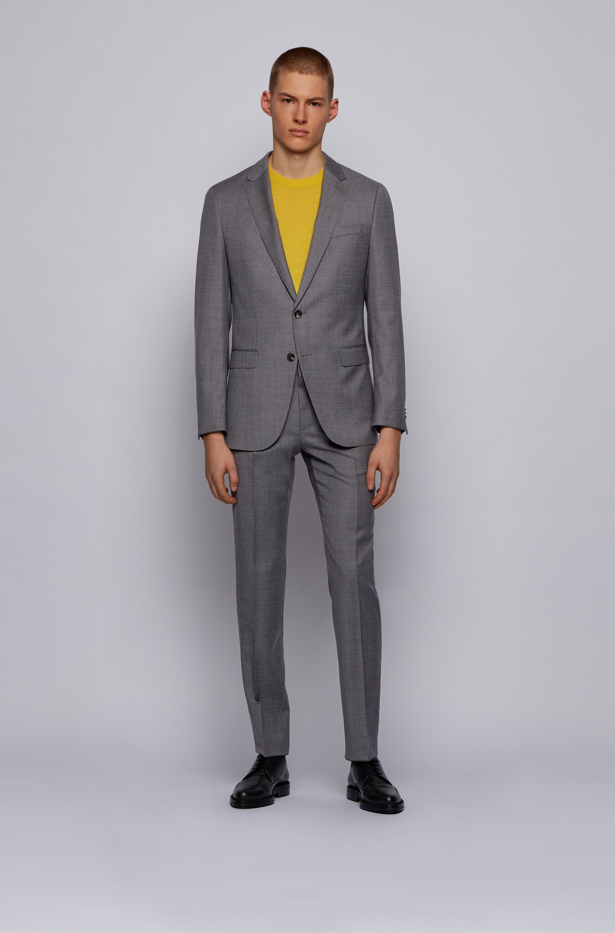 Slim-fit suit in micro-patterned traceable wool