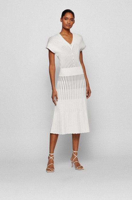 V-neck short-sleeved dress in mixed knitted structures, Patterned