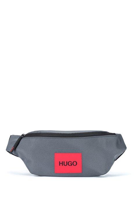 Sac ceinture en nylon recyclé avec étiquette logo rouge, Gris sombre