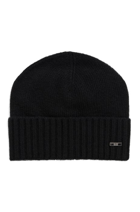 Logo-badge beanie hat in wool and cashmere, Black