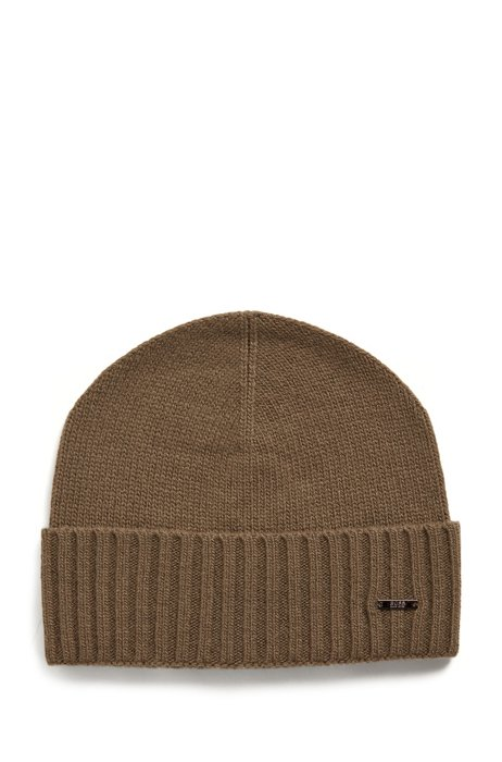 Logo-badge beanie hat in wool and cashmere, Dark Green