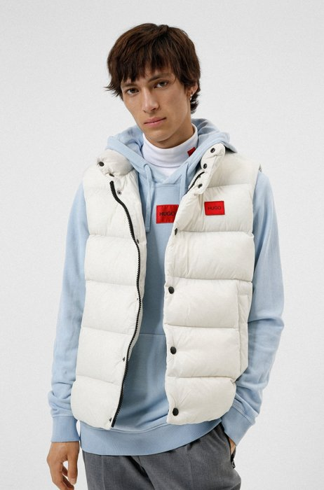 Water-repellent gilet in recycled fabric with logo label, White