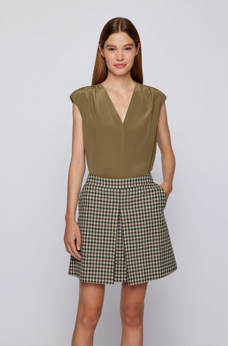 Relaxed-fit sleeveless top in washed silk, Dark Green