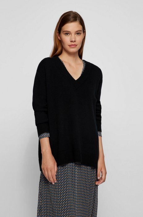 Relaxed-fit V-neck sweater in pure cashmere, Black