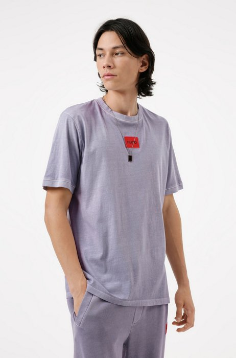 Garment-dyed T-shirt in cotton with red logo label, light pink
