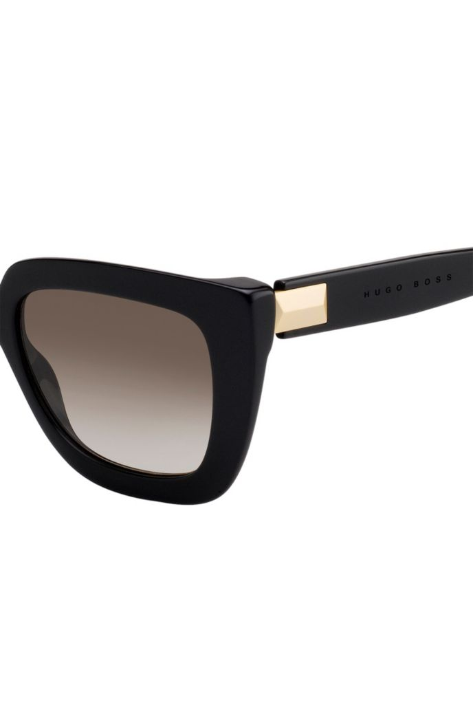 Sunglasses in black acetate with hardware detail