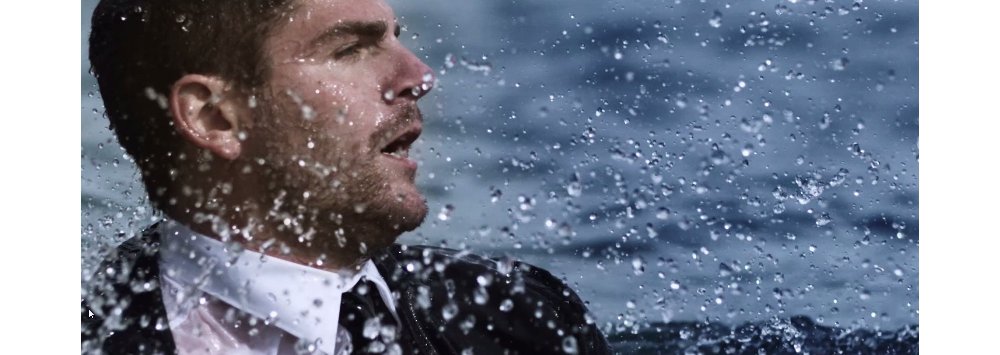David Colturi komt in het water terecht