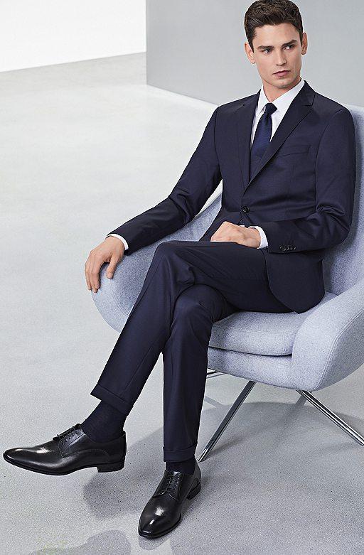 Schwarzer Anzug Braune Schuhe Brauner Gürtel